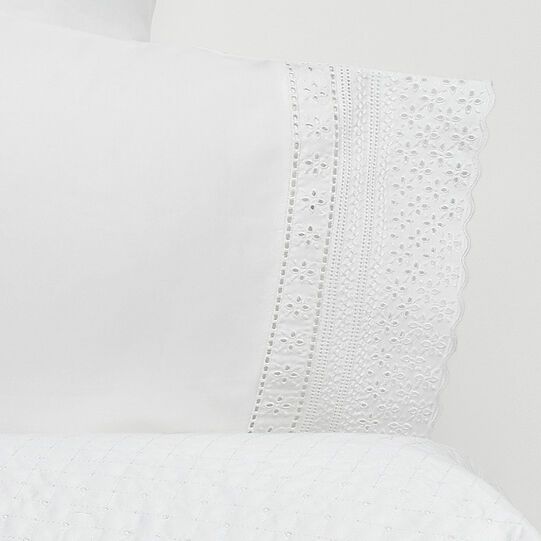 Portofino flat sheet in 100% cotton percale with Sangallo lace