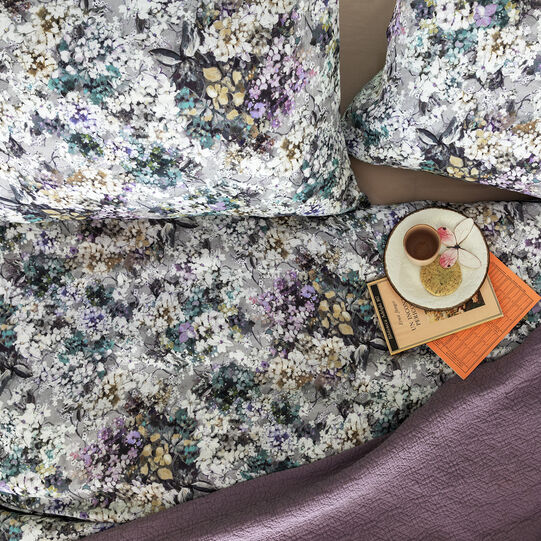 Duvet cover in washed 100% linen with flower pattern