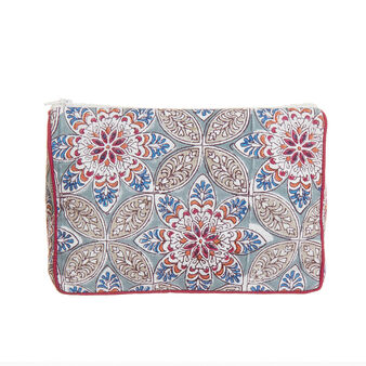 Triangle clutch in printed cotton