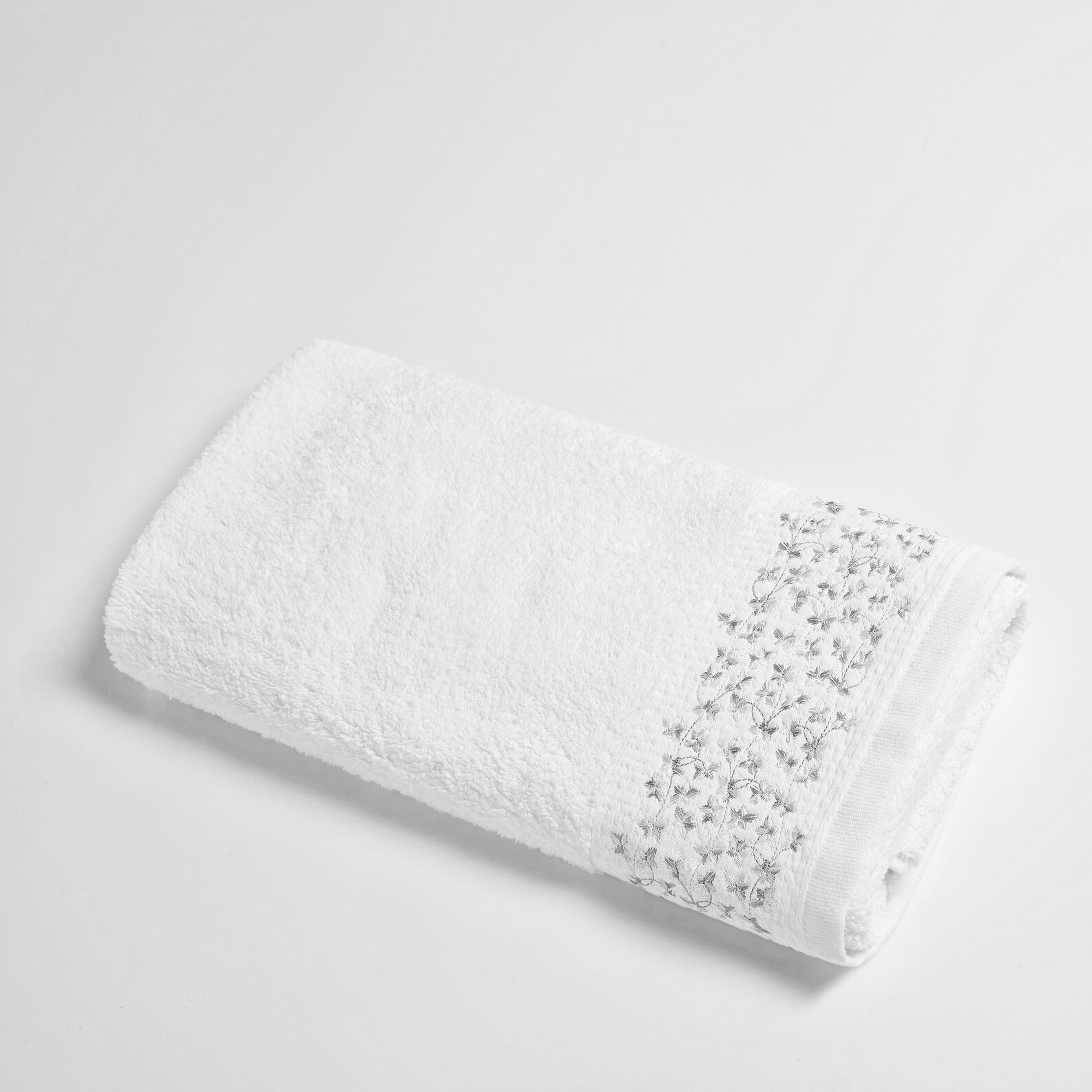 Portofino towel with embroidered flounce
