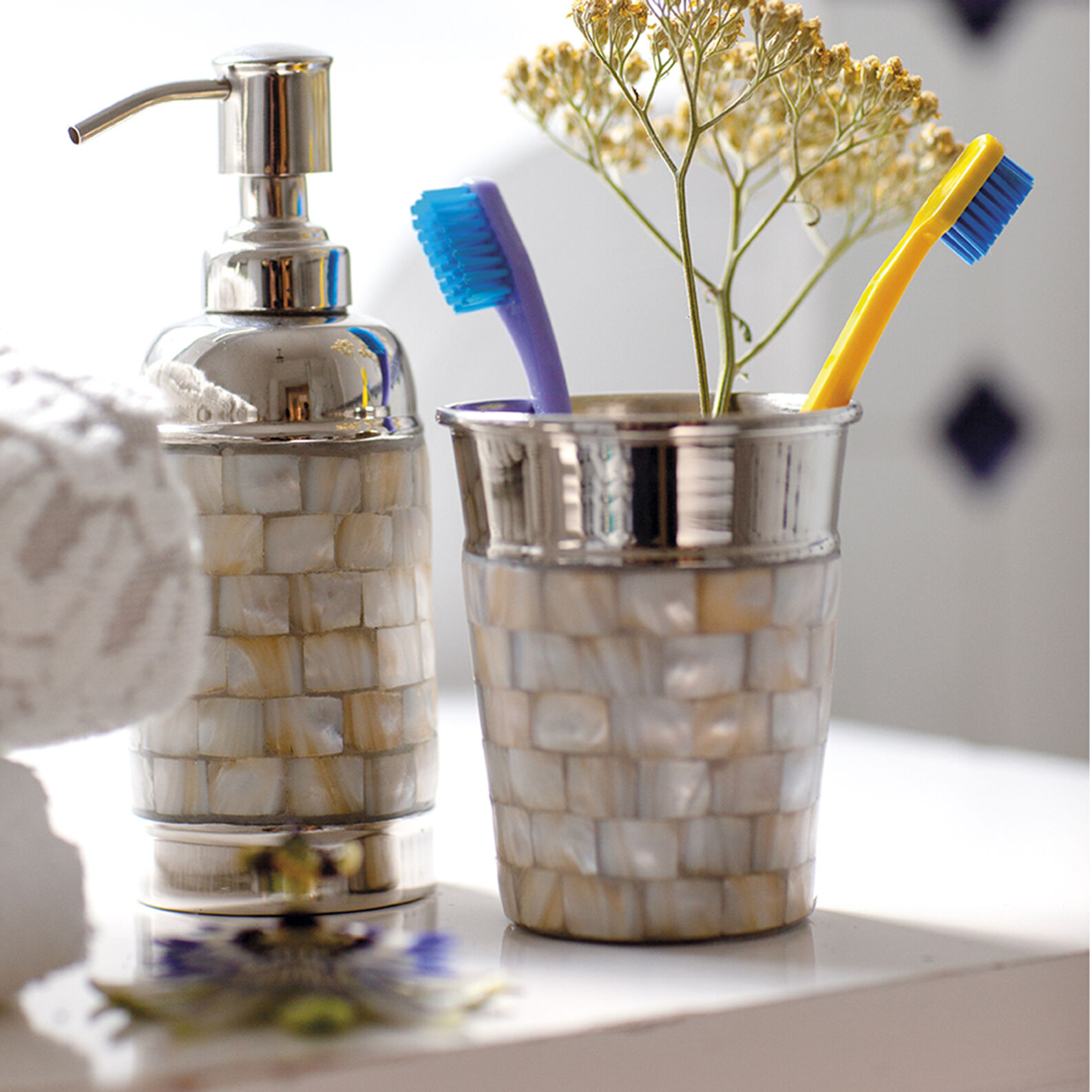 Mosaic-effect mosaic dispenser
