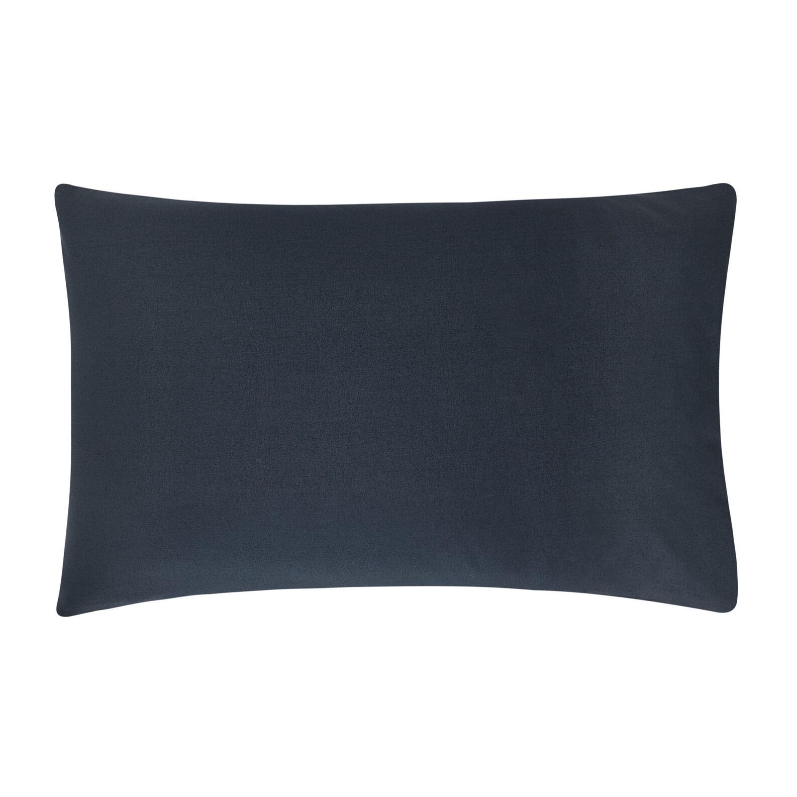 Pillowcase in solid colour 100% cotton.