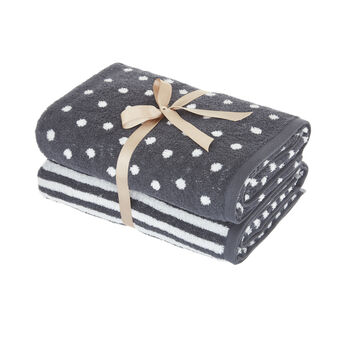 Set of 2 bath sheets with polka dots and stripes pattern