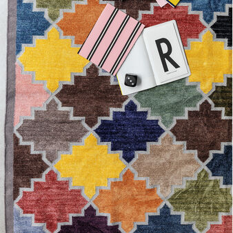 Hand-woven rug with diamond motif