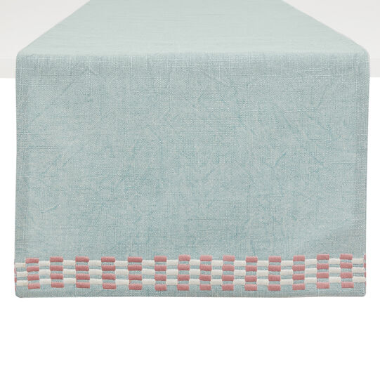 Stonewashed table runner in 100% cotton