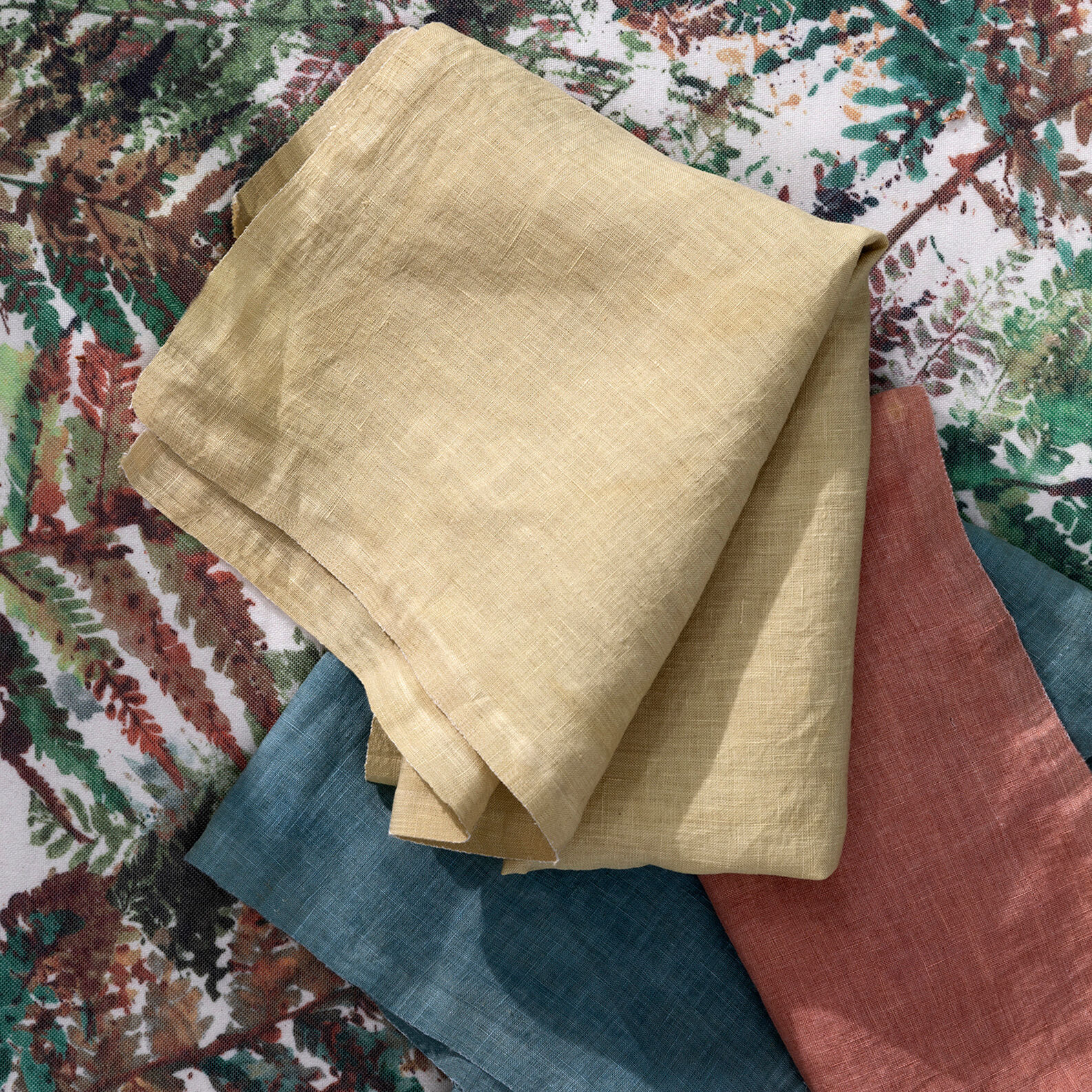 Table runner in 100% cotton with natural colours