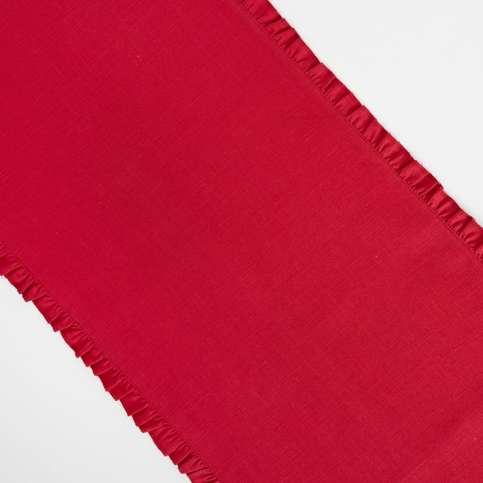 Table runner in 100% cotton with flounce trim