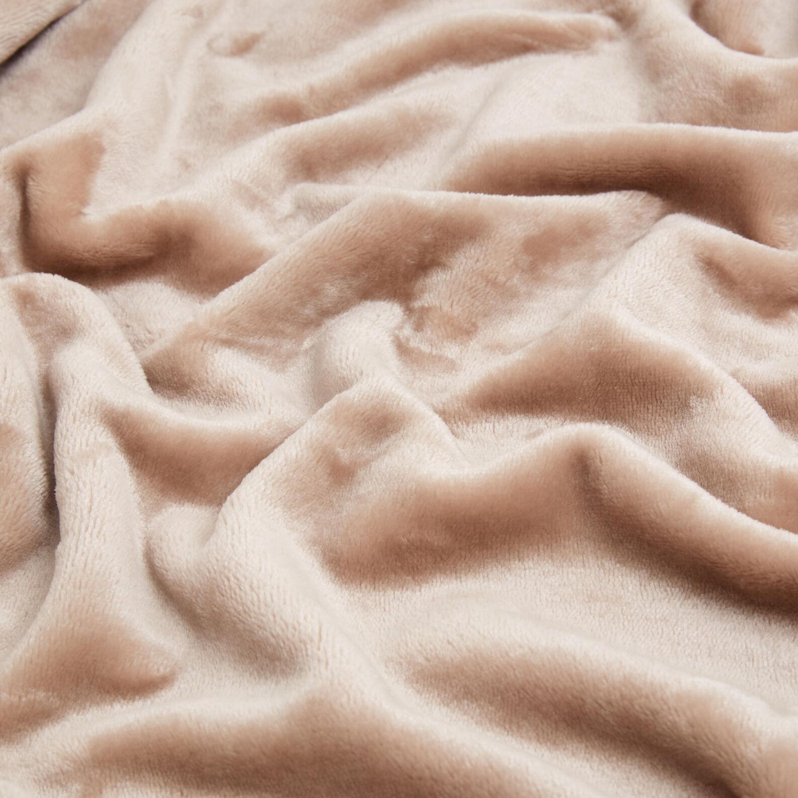 Solid colour maxi fleece throw