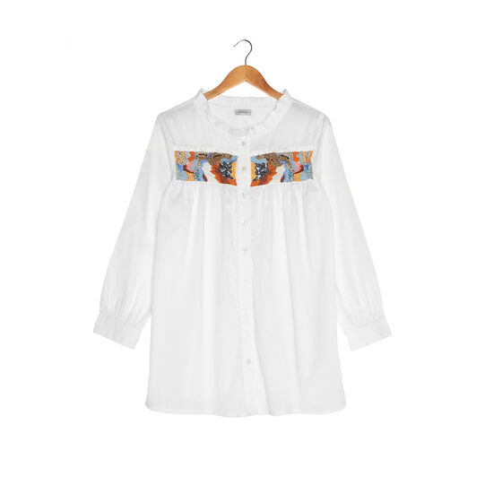 Cotton shirt with fine embroidery and pearls.