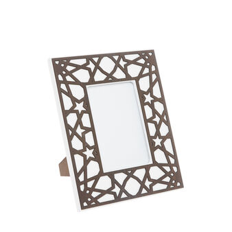 Photo frame with contrasting applications