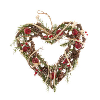 Heart-shaped wreath in wood with small apples