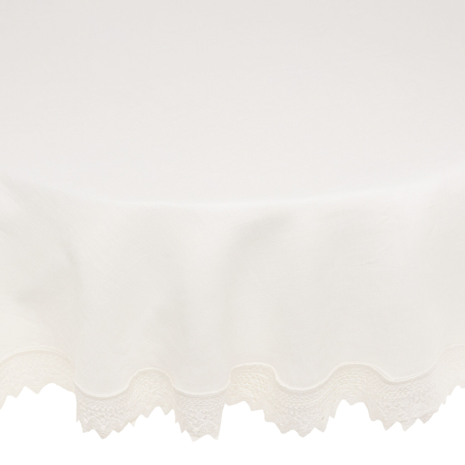 Round 100% linen napkins with lace trim