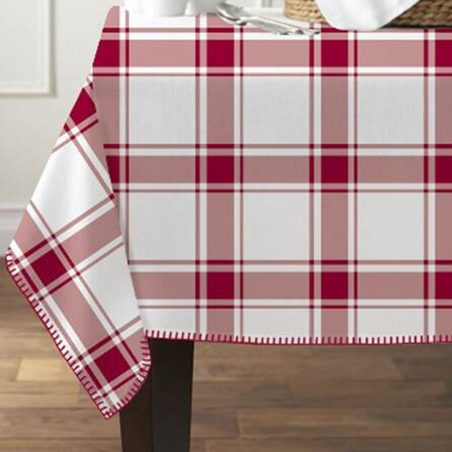 100% cotton tablecloth with check motif