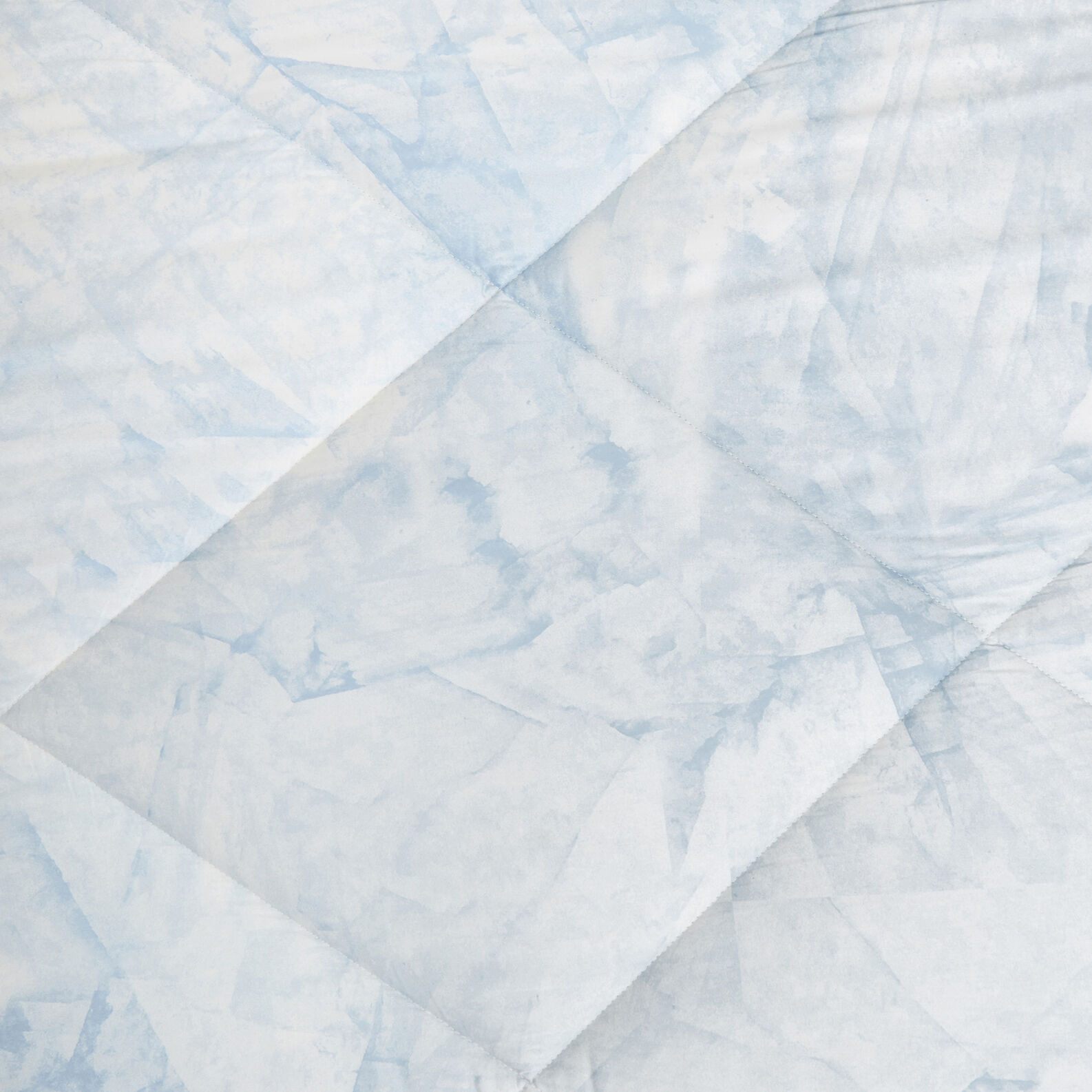 Cotton satin quilt with marble pattern