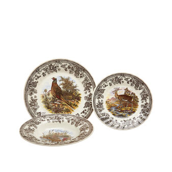 Set of 18 Churchill English ceramic plates