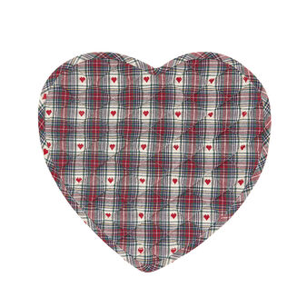 100% cotton heart-shaped table mat with tartan and hearts motif