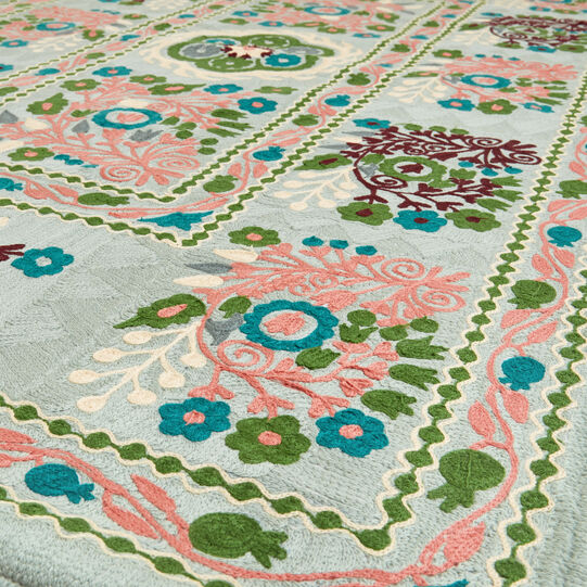 Wool rug with 100% cotton floral motif