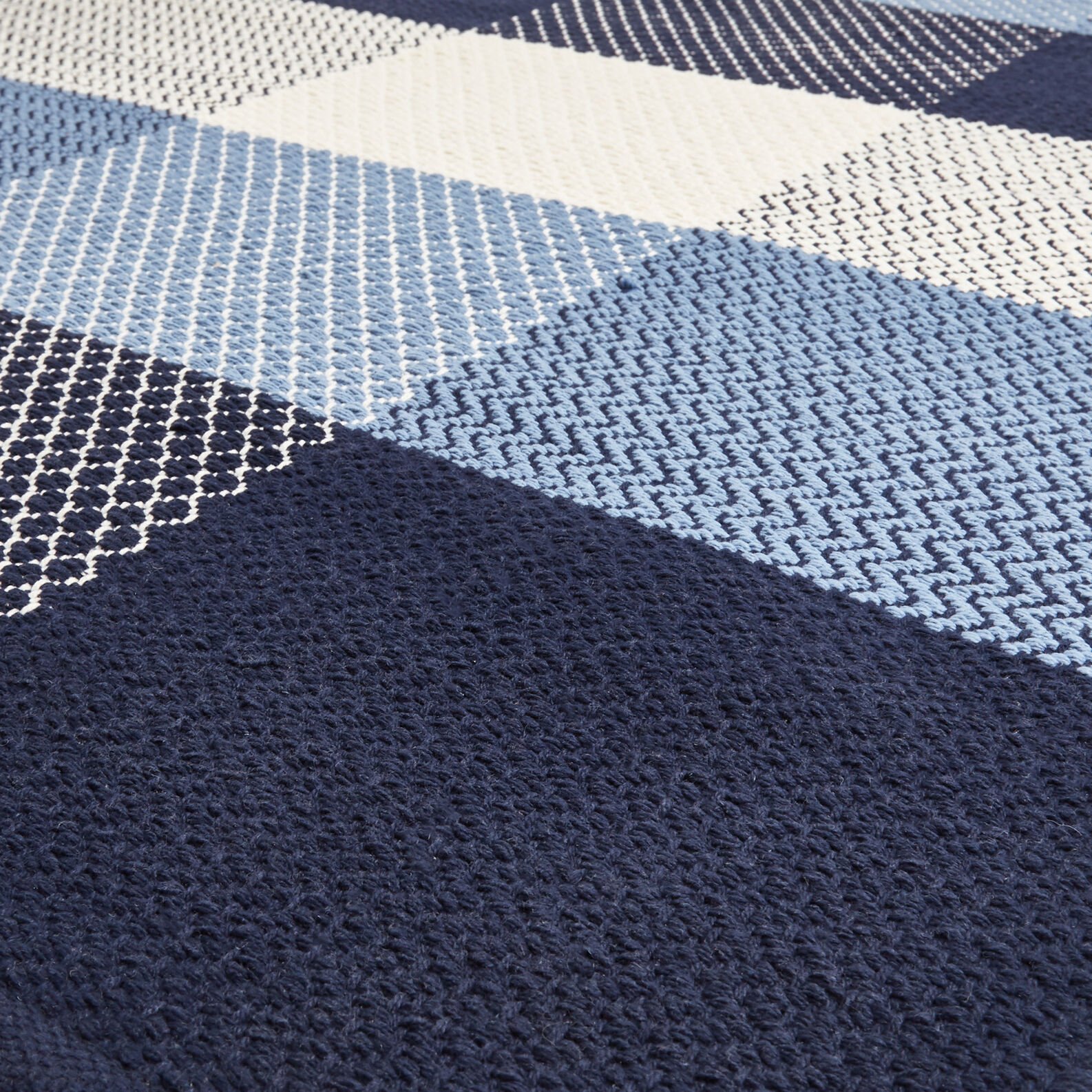 Hand-woven 100% cotton rug with check design