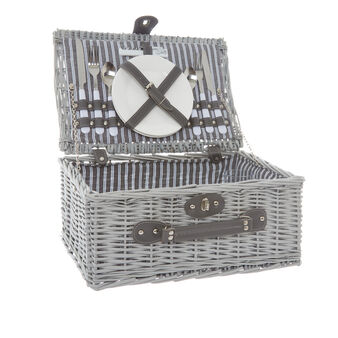 Wicker picnic basket for 2 people