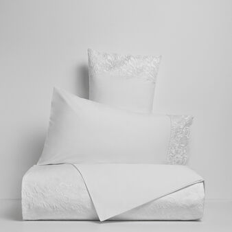 Portofino flat sheet in 100% cotton percale with lace