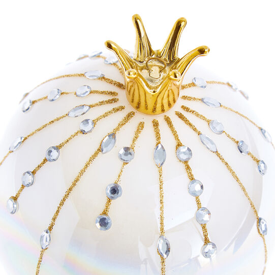 Hand-decorated bauble with wreath