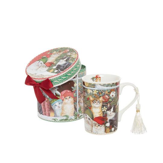 Porcelain mug with vintage motif