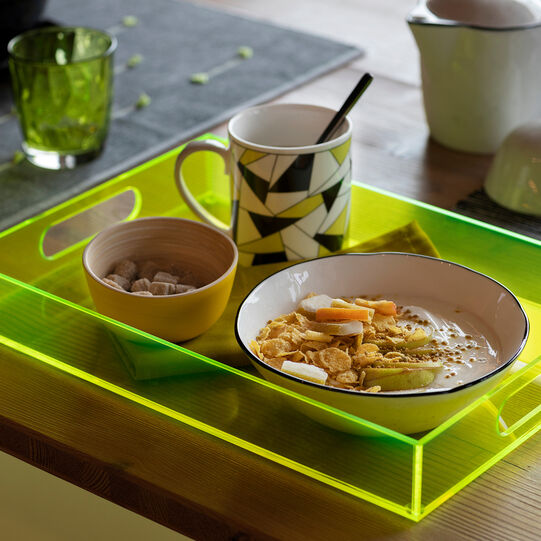 Fluorescent-effect plastic tray