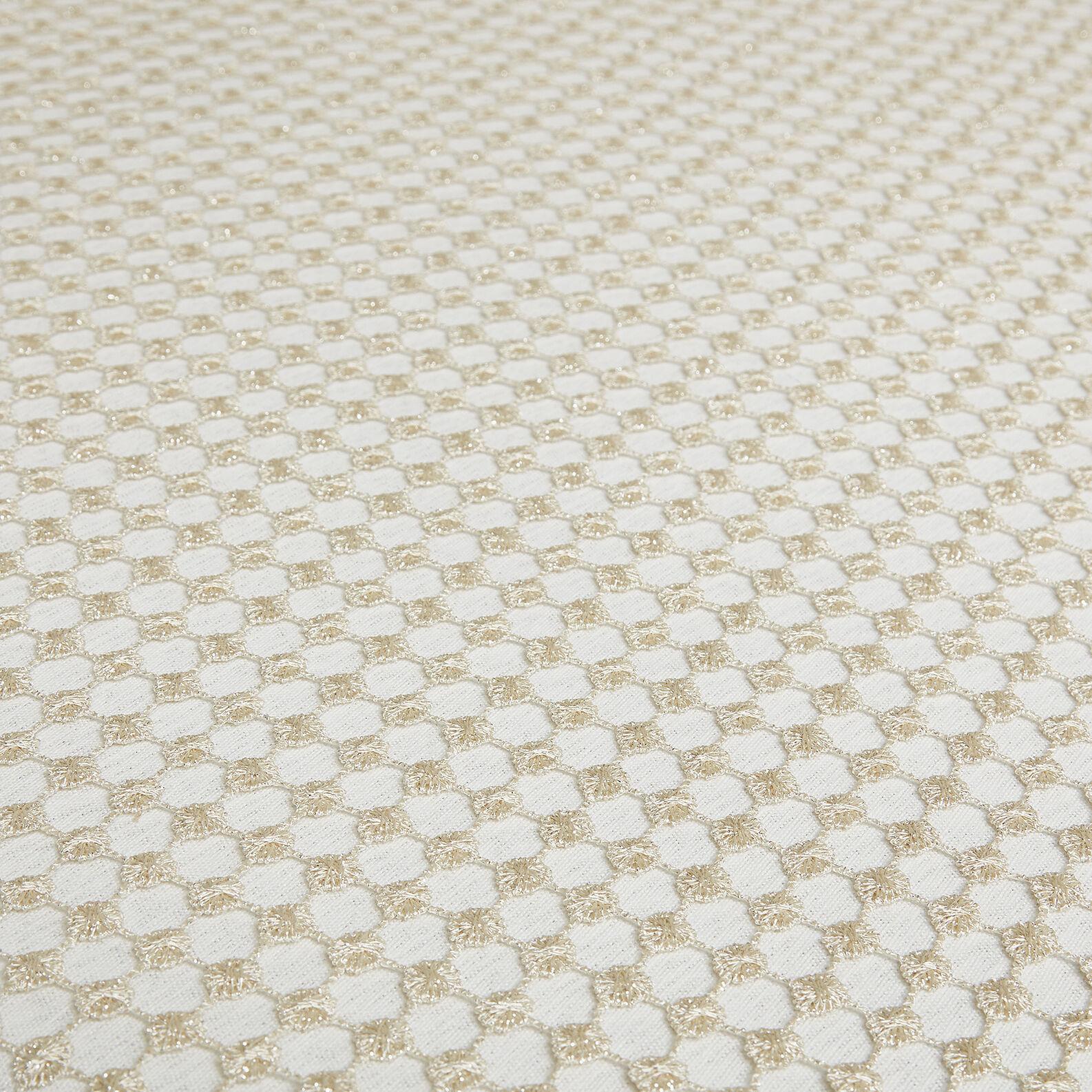 Openwork centrepiece with geometric weave