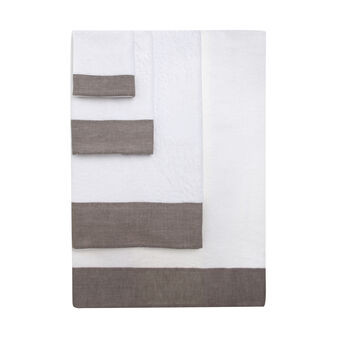 Towel with linen flounce