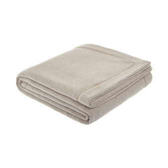 Solid colour fleece blanket