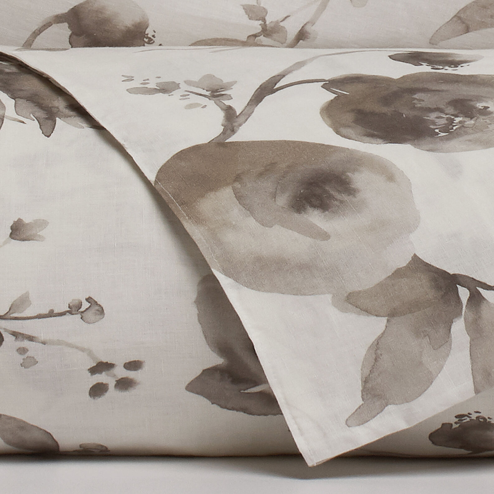 Portofino washed-effect floral duvet cover in 100% linen