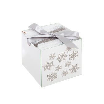 Box with 3 face cloths with embroidered snowflakes