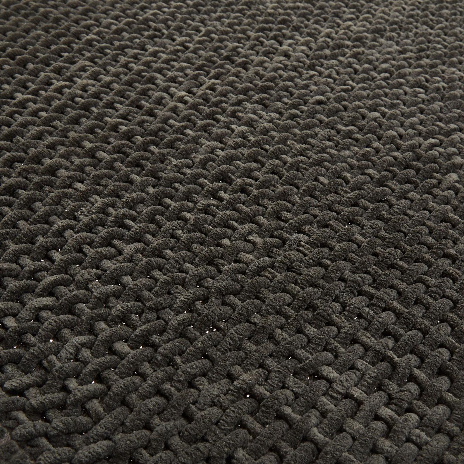 Woven chenille bath mat
