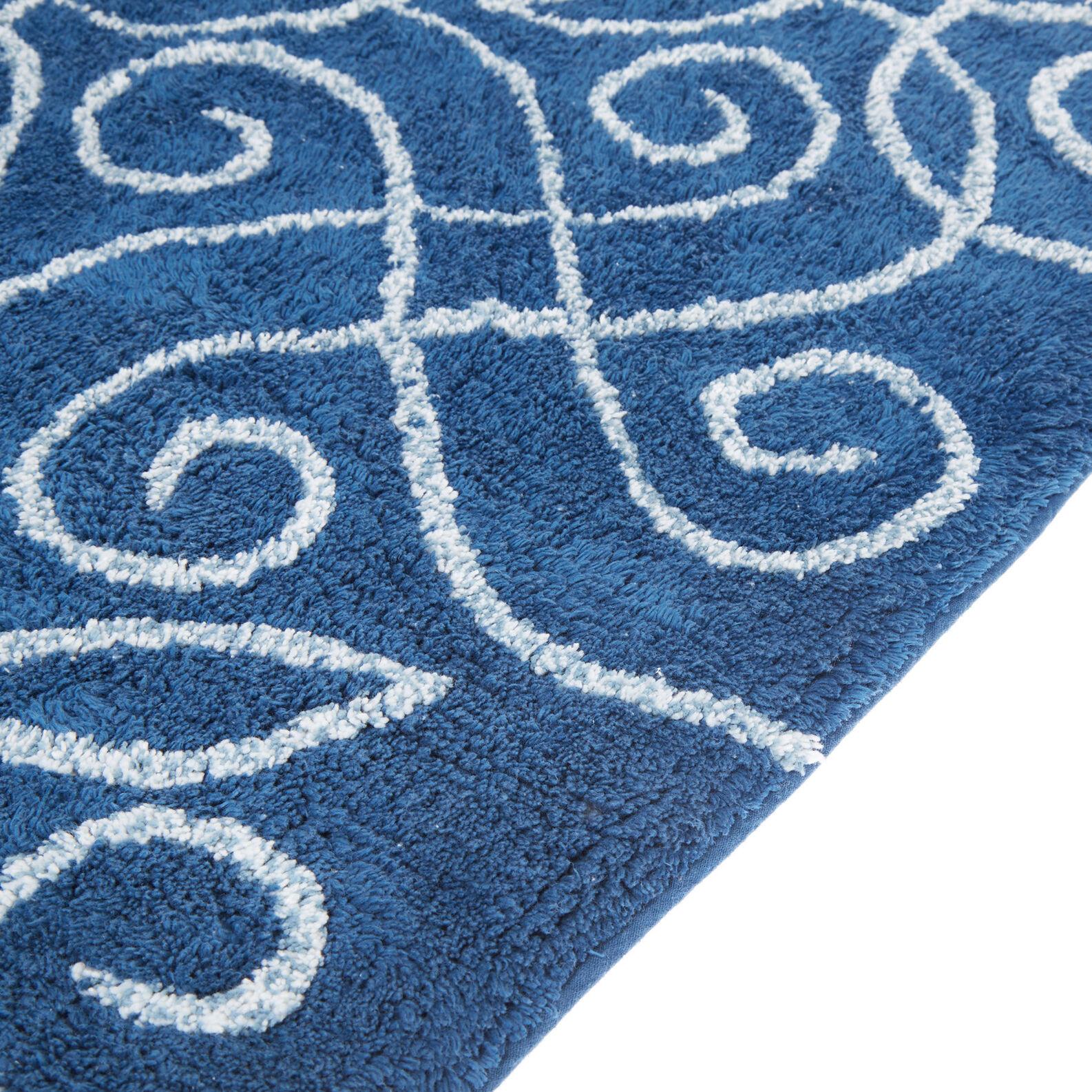 100% cotton bath mat with damask motif