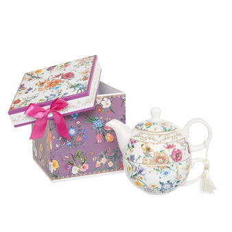 Tea-for-one gift set with flowers decoration