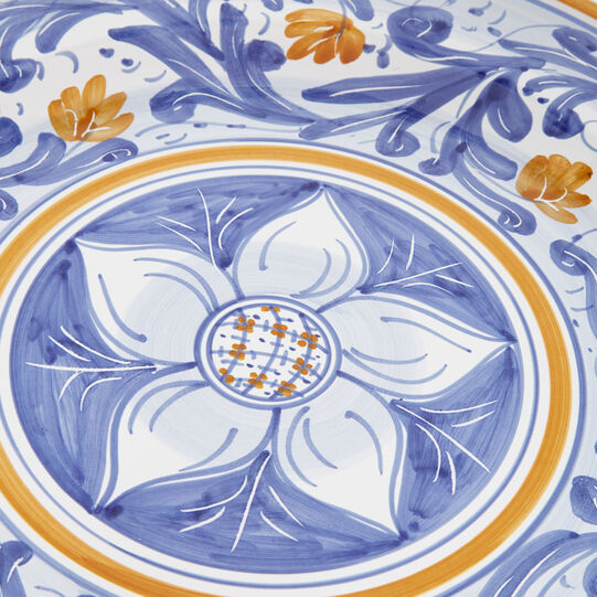 Serving plate with daisy decoration by Ceramiche Siciliane Ruggeri