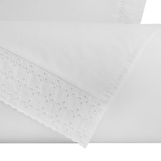 Bed linen set in cotton percale with broderie anglaise embroidery
