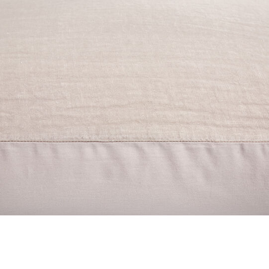 Solid colour pillowcase in washed linen.