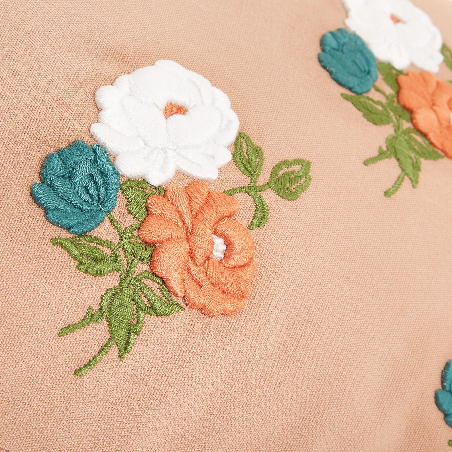 Cushion with floral motif embroidery 35x50cm