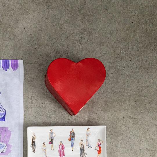 Heart enamelled tin can