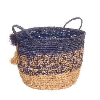 Basket in raffia