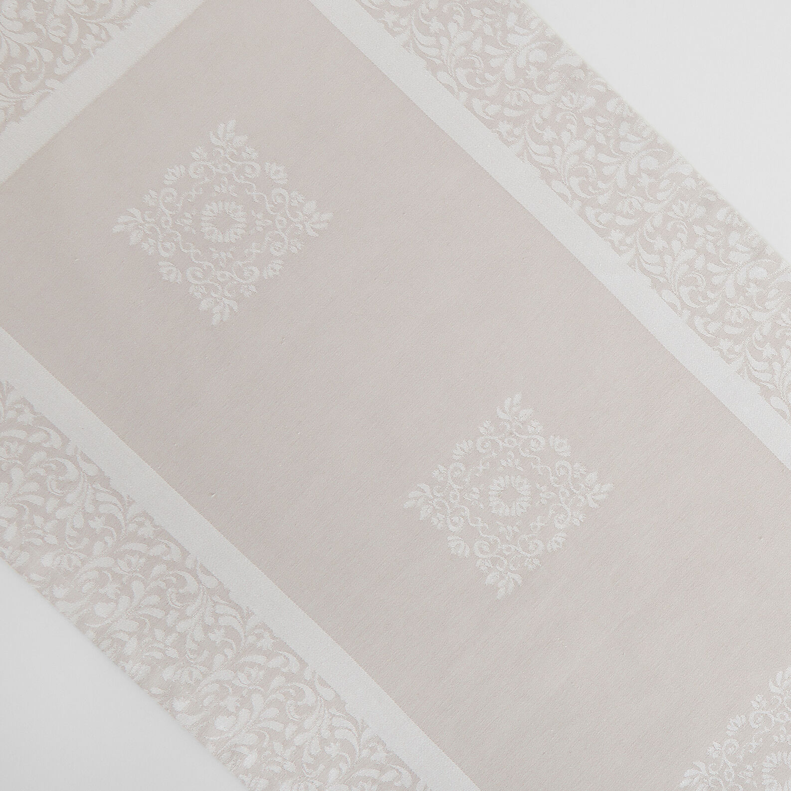 Table runner in 100% cotton jacquard