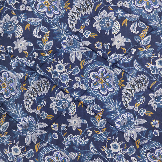Cotton percale quilt with flowers pattern