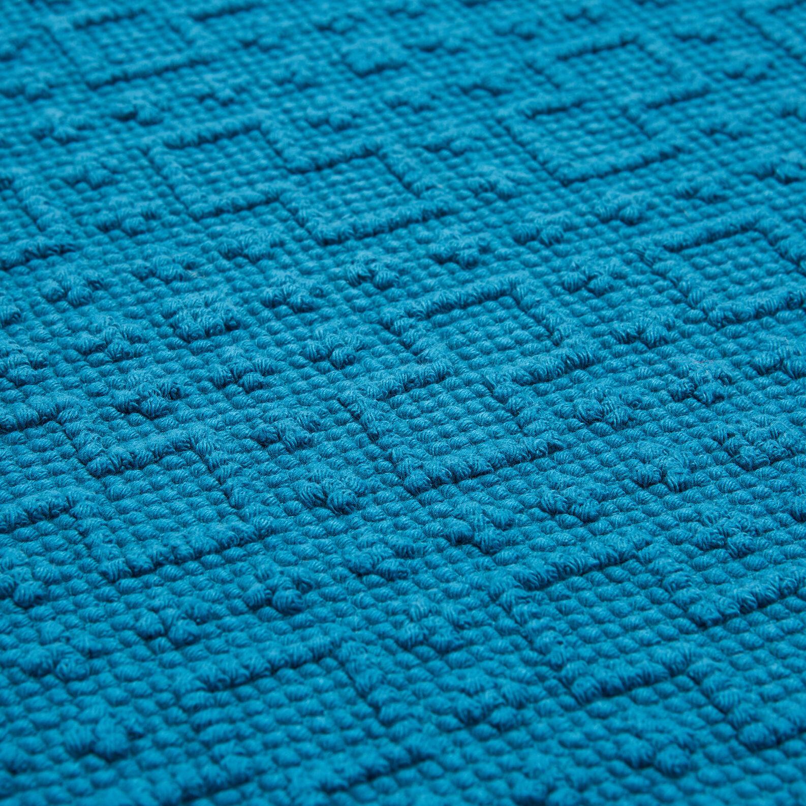 100% cotton bath mat with geometric design