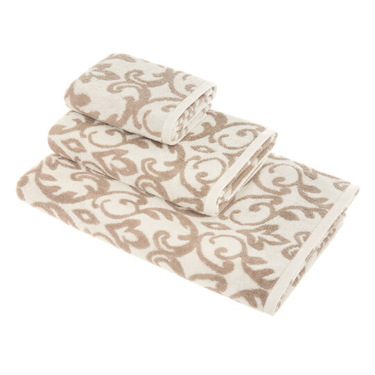 100% cotton towel with damask motif
