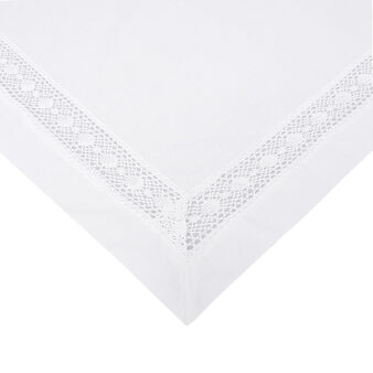 100% cotton square centrepiece with lace