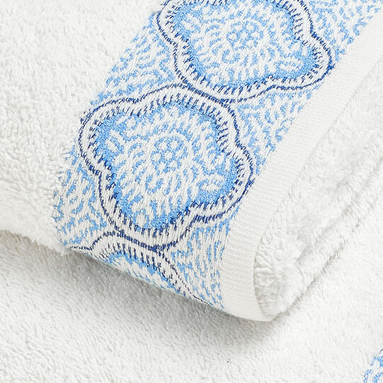 100% cotton towel with jacquard edging