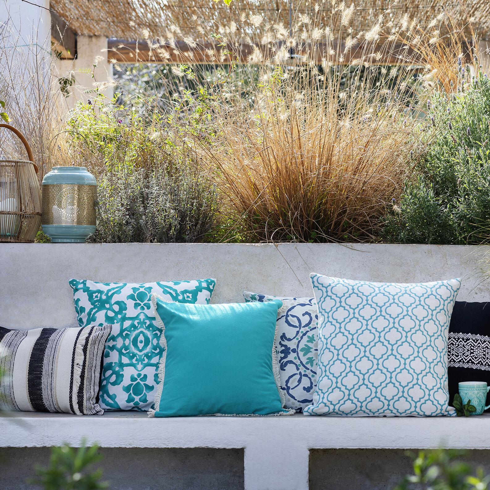 Geometric pattern jacquard cushion