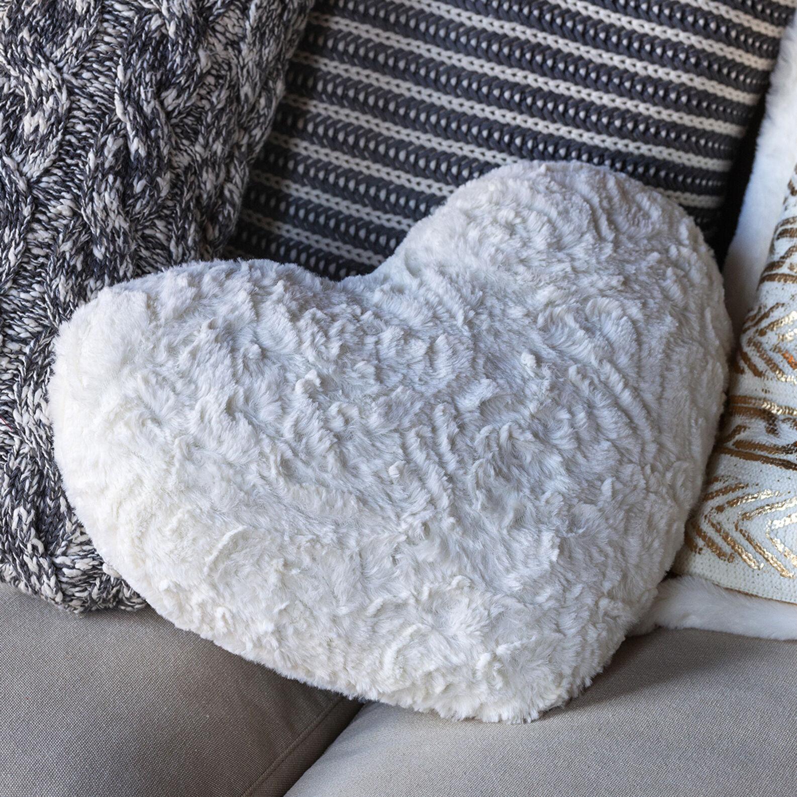 Cuscino a cuore eco pelliccia