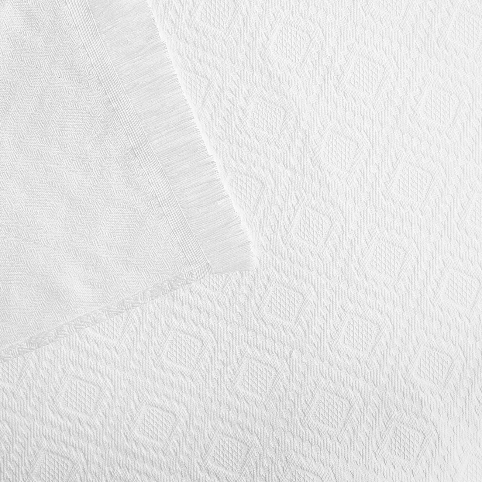 Cotton bedspread with fringes